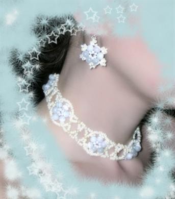 Ожерелье и серьги из бисера.